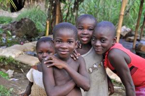 Kuchnia i toalety dla dzieci w Ugandzie