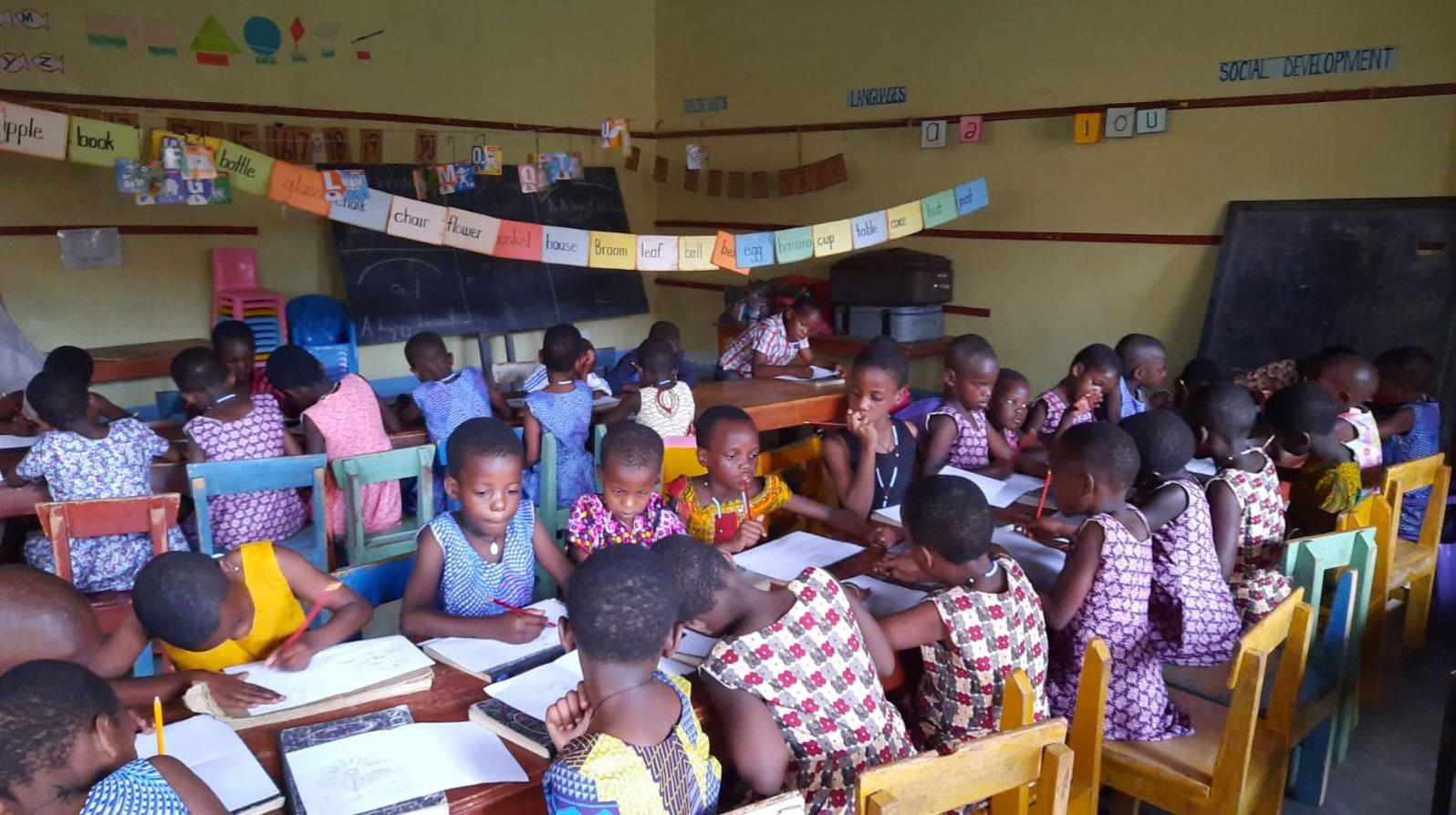 jestescieswiatlem-Budowa-domu-dla-bezdomnych-dzieci-w-Ugandzie-11