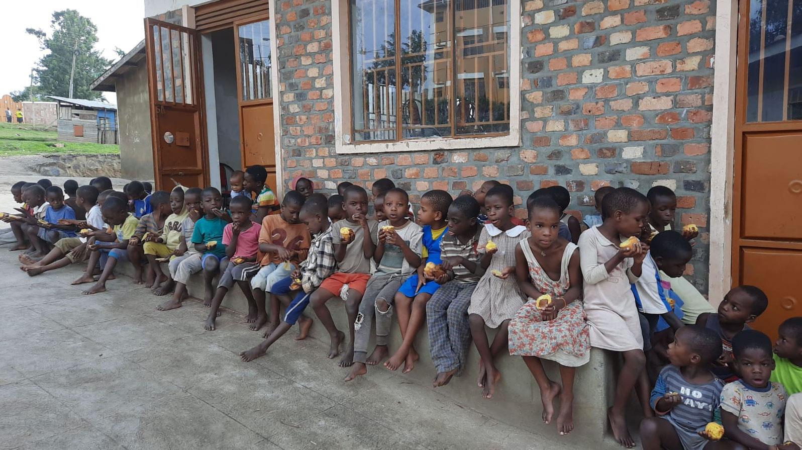 jestescieswiatlem-Budowa-domu-dla-bezdomnych-dzieci-w-Ugandzie-4