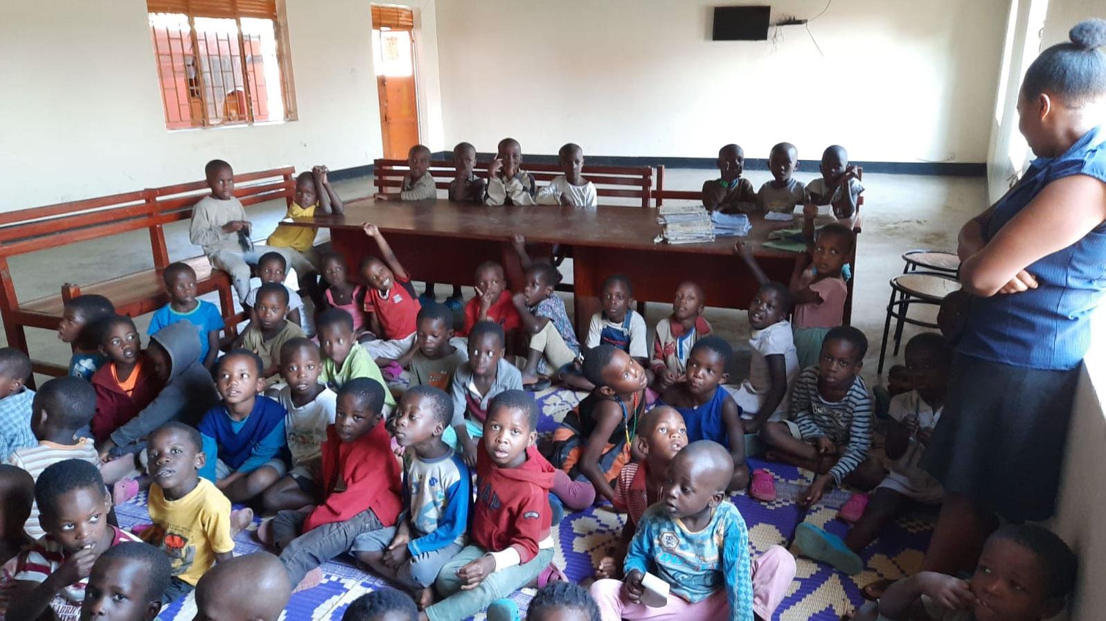 jestescieswiatlem-Budowa-domu-dla-bezdomnych-dzieci-w-Ugandzie-7